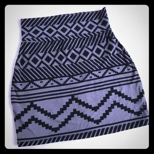 5/$20 VS PINK Short Skirt Gray & Black Tribal S